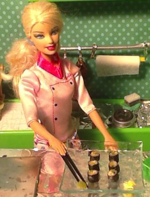 Anche Barbie è interessata a mangiare cucina giapponese autentica a Milano.